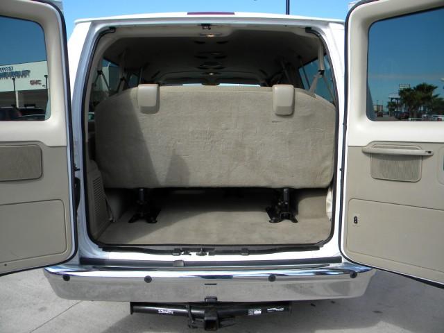 spacious clean 15 passenger van rentals readivan san diego. Black Bedroom Furniture Sets. Home Design Ideas